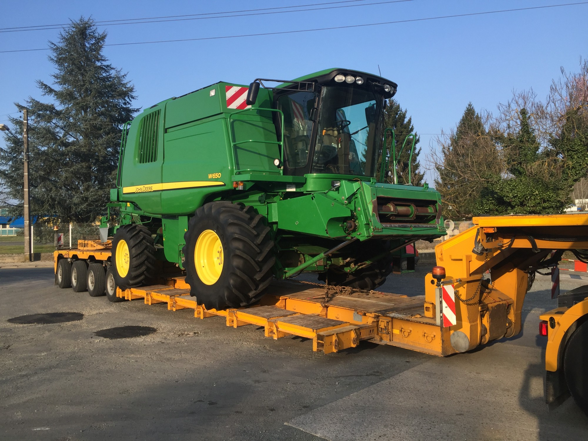 Transport moissonneuse batteuse JOHN DEERE 650